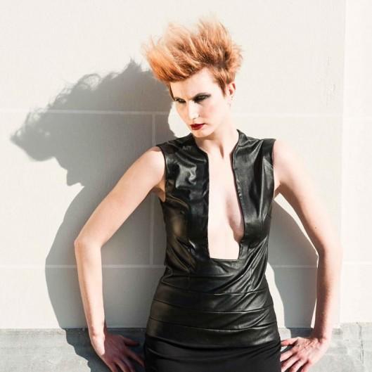 robe décoltée cuir