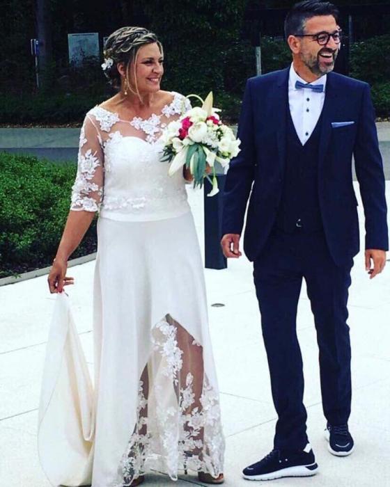 Robe de mariée à dentelle et fendue